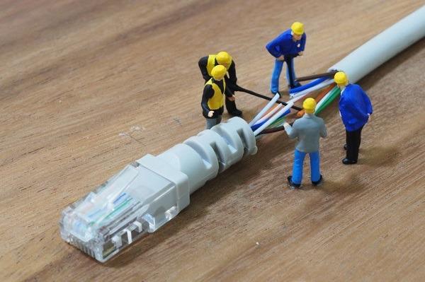 Làm thế nào để sửa chữa cáp quang khi vô tình bị cắt?